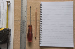 Nastro del libro e modelli e righello di misurazione Concetto di ingegneria ed architettonico dell'alloggio Fotografie Stock