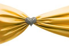 Nastro del raso dell'oro e cuore brillanti del diamante Fotografia Stock
