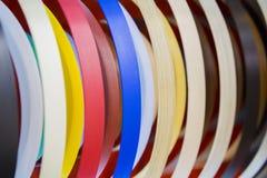 Nastro della fascia di bordo del PVC del grano di legno o di colore solido Fascia di bordo dell'ABS Insieme dei bordi termoplasti Fotografia Stock