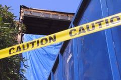 Nastro di cautela e fuoco dell'appartamento Fotografie Stock Libere da Diritti