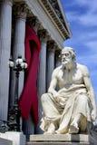 Nastro di consapevolezza dell'AIDS sul Parlamento austriaco Fotografie Stock