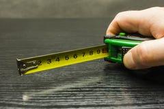 Nastro di misurazione bloccato a dieci centimetri Fotografie Stock Libere da Diritti