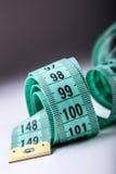 Nastro di misurazione del sarto Vista del primo piano del nastro di misurazione bianco Fotografia Stock Libera da Diritti