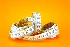 Nastro di misurazione sull'arancio Immagine Stock Libera da Diritti