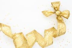 Nastro dorato festivo dell'elica e dell'arco Fotografie Stock