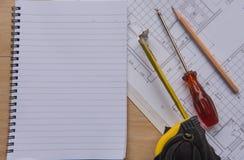 Nastro e modelli di misurazione del libro Concetto di ingegneria ed architettonico dell'alloggio Fotografia Stock Libera da Diritti