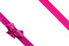 Nastro rosa con l'arco isolato su fondo bianco Immagine Stock Libera da Diritti