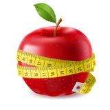 Nastro rosso di misura e della mela Immagini Stock Libere da Diritti