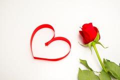 Nastro rosso nella figura del cuore Fotografia Stock