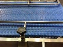 Nastro trasportatore blu video d archivio
