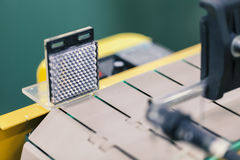 Nastro trasportatore con il sensore fotografia stock libera da diritti