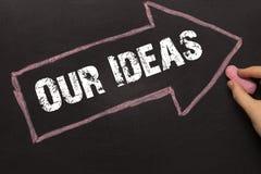 Nasz pomysły - Chalkboard z strzała na czerni obrazy royalty free