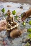 Natürliche Angebote zu Buddha in der Wasserumwelt Stockfotografie