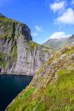 Natürliche Berglandschaft am Sommer in Lofoten, Norwegen stockfotografie