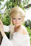 Natürliche blonde Frau mit Frisur Stockbild