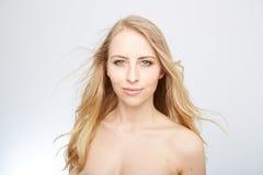 Natürliche blonde Schönheit Stockbilder