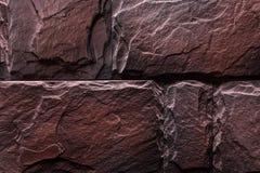 Natürliche Farbe des rotbraunen Steinwand-Beschaffenheitshintergrundes Stockfotos
