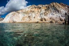 Natürliche Farben von Firiplaka setzen, Milos, Griechenland auf den Strand Stockfotos