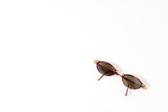 Natürliche Farbmodesonnenbrillen mit schwarzer Linse Stockbild