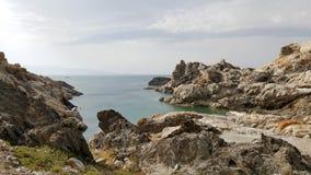 Natürliche Felsen, die das Meer kommen stockfotografie