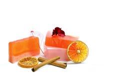 Natürliche handgemachte Seife, Orange und Zimt Lizenzfreie Stockfotos