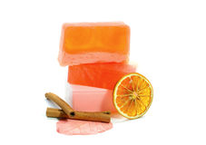 Natürliche handgemachte Seife, Orange und Zimt Stockfotos