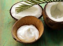 Natürliche Kokosnusscreme der Feuchtigkeitscreme für Gesicht Stockfotos