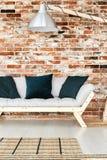 Natürliche Materialien in der rustikalen Wohnung stockfoto