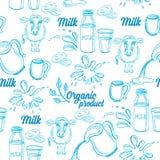 Natürliche Milch mit spritzt, nahtloses Musterdesign Lizenzfreie Stockfotografie