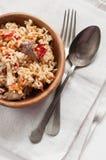 Natürliche Nahrung: Reis mit Fleisch und Gemüse Stockfotografie