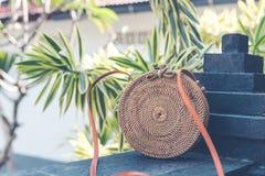 Natürliche organische handgemachte Rattanhandtaschennahaufnahme nude lizenzfreie stockfotografie