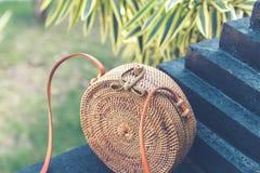 Natürliche organische handgemachte Rattanhandtaschennahaufnahme nude stockbilder