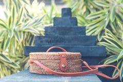 Natürliche organische handgemachte Rattanhandtaschennahaufnahme nude lizenzfreies stockbild