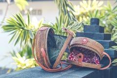 Natürliche organische handgemachte Rattanhandtaschennahaufnahme nude lizenzfreie stockfotos