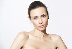 Natürliche Schönheitsfrauen im weißen Hintergrund Stockfotografie