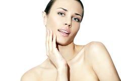 Natürliche Schönheitsfrauen im weißen Hintergrund Stockfoto