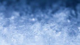 Natürliche Schneeflocken auf Schnee Lizenzfreies Stockbild
