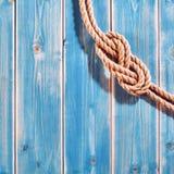Natürliche Seil-zweistellige Zahl acht Knoten auf Purpleheart Lizenzfreie Stockfotos