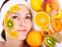 Natürliche selbst gemachte Fruchtgesichtsbehandlungschablonen. Stockfoto