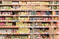 Natürliche Tee-Sätze auf Supermarkt-Stand lizenzfreies stockbild