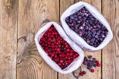 Natürliche Vitamine Gefrorene süße Gartenbeeren lizenzfreie stockfotografie