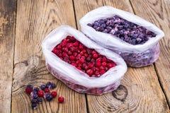 Natürliche Vitamine Gefrorene süße Gartenbeeren lizenzfreie stockbilder