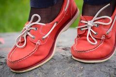 Natürliche weibliche Füße der Mokassine Stockbild