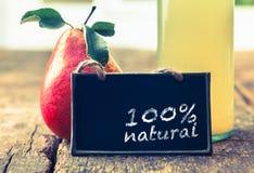 Natürlicher Birnensaft auf Bildschirmanzeige Stockfotos