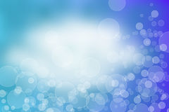 Natürlicher blauer Unschärfezusammenfassungshintergrund mit selektivem Fokus Stockfotografie