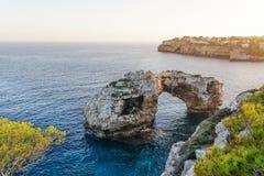 Natürlicher Bogen in Mallorca Stockbild