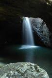 Natürlicher Bogen - Waterfall3 lizenzfreie stockfotografie