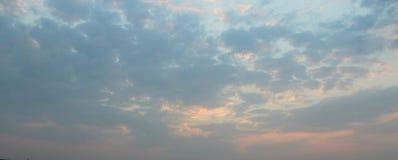 Natürlicher Hintergrund im Himmel Stockfoto
