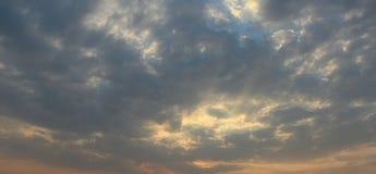 Natürlicher Hintergrund im Himmel Stockfotografie