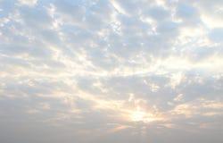 Natürlicher Hintergrund im Himmel Stockbilder